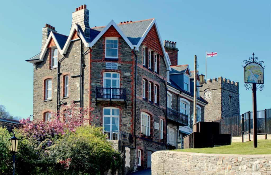 castle hill guest house exterior